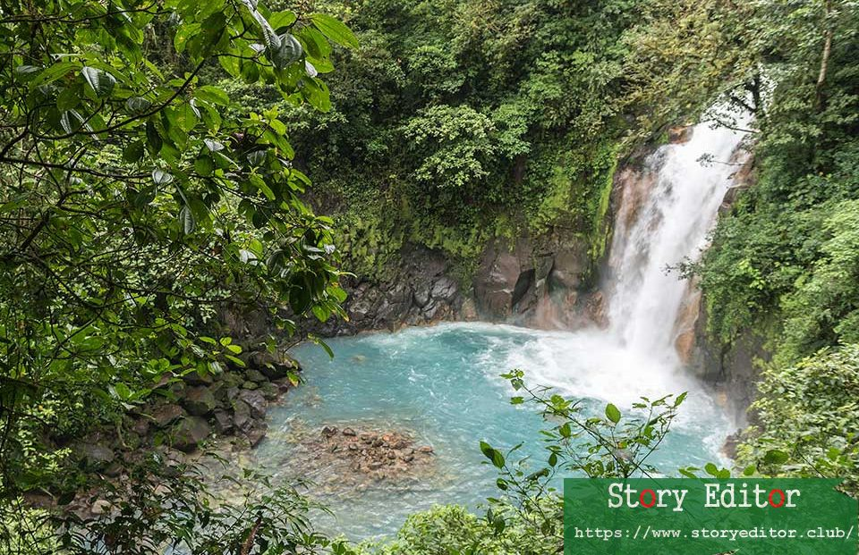 Why should you travel to Costa Rica