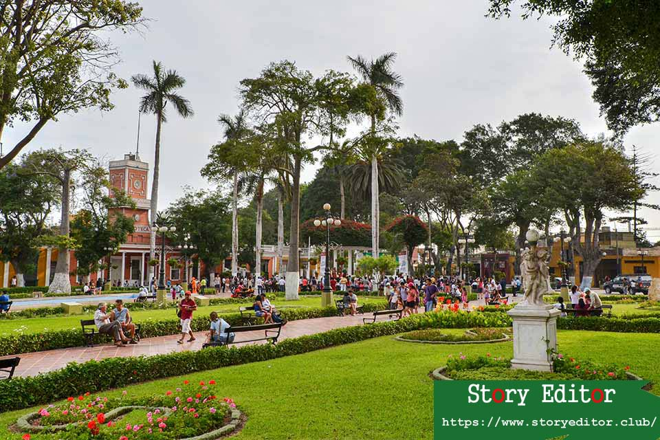 The Plaza de Armas de Barranco, the bohemian neighborhood of Lima (Peru)