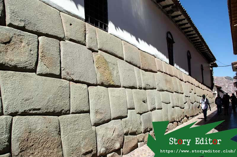 Cusco street where is the stone of the twelve angles