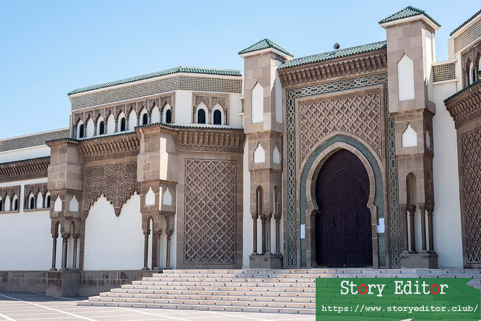 Door of the Mohamed V mosque in Agadir (Morocco)